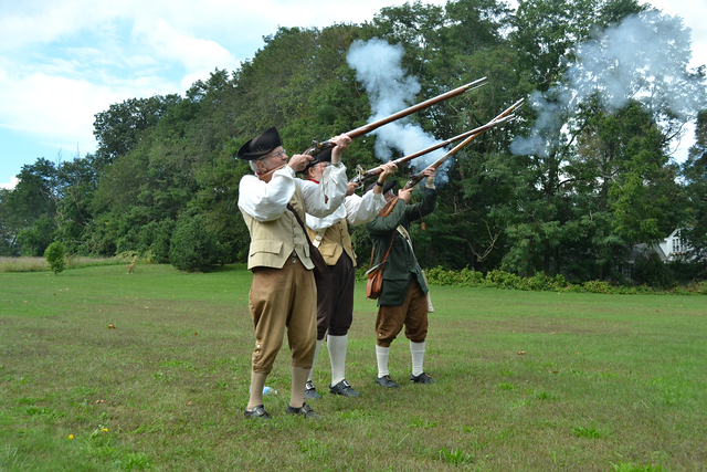 Dudes with muskets at the starting line...